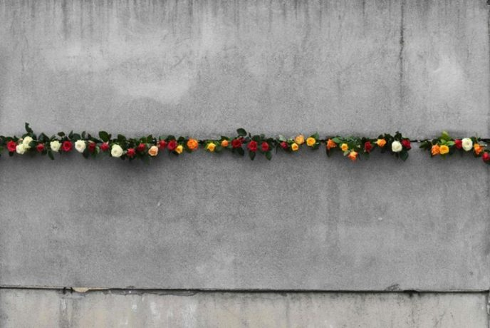 Flowers placed on the berlin wall in 2018