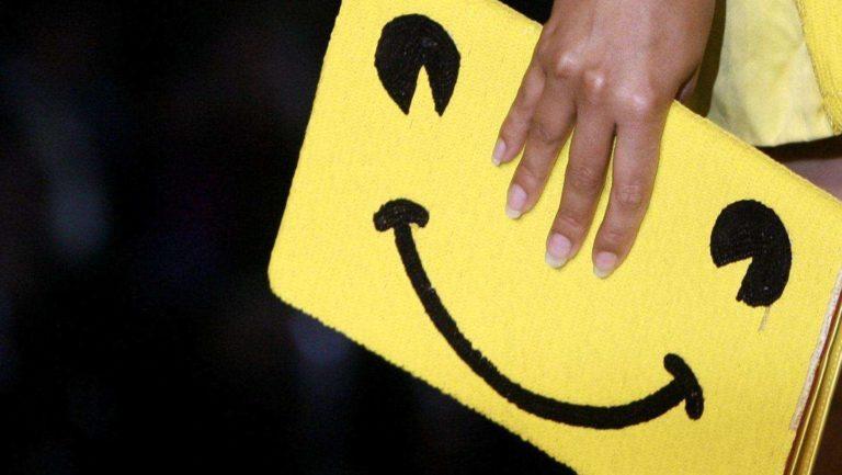 Happy-face-purse