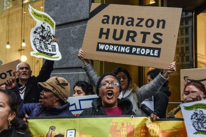 Protesters-of-amazons-new-york-build