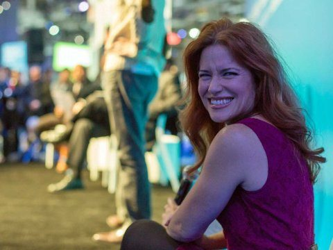 Woman-presentation-smile-happy-confident-3