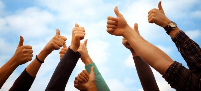 Group thumbs up 1940x900 35553