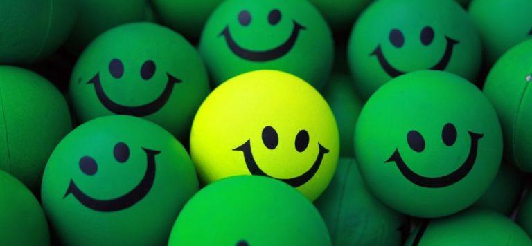 Smiley-balls-1940x900_30045